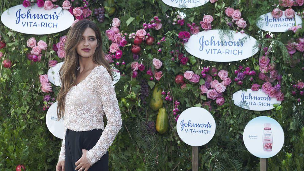 El abrigo con el que Sara Carbonero sigue el estilo de Meghan Markle: lo tienes en H&M