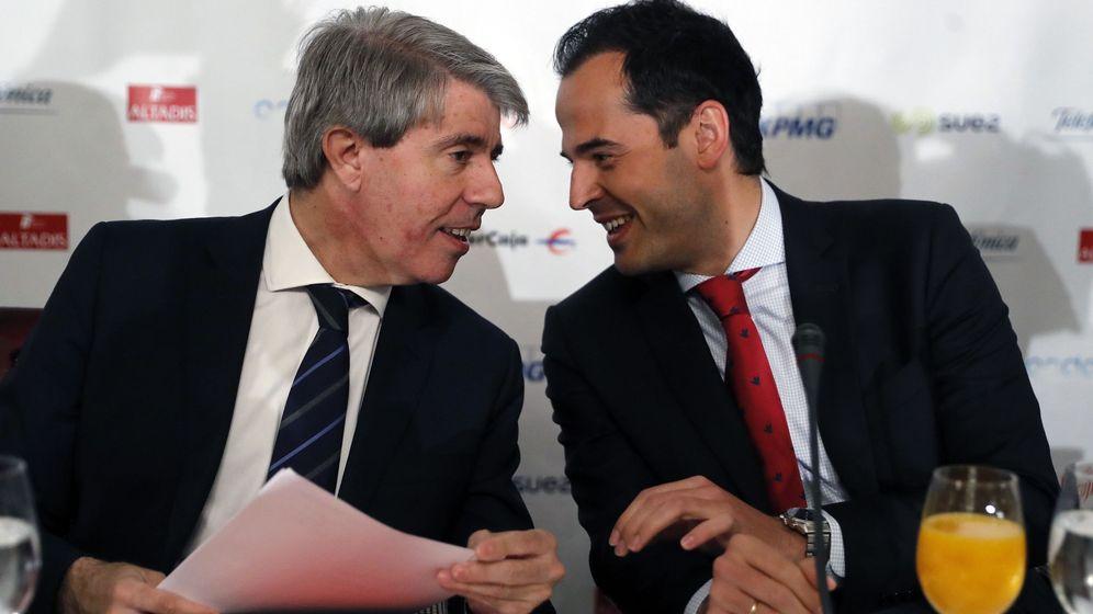 Foto: Aguado, junto a Garrido. (EFE)