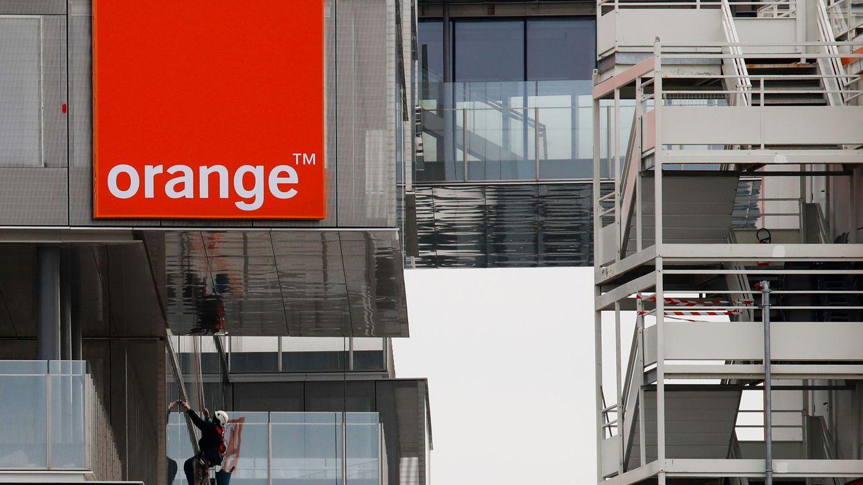 Orange vende parte de su fibra en Polonia a APG por más de 300 millones