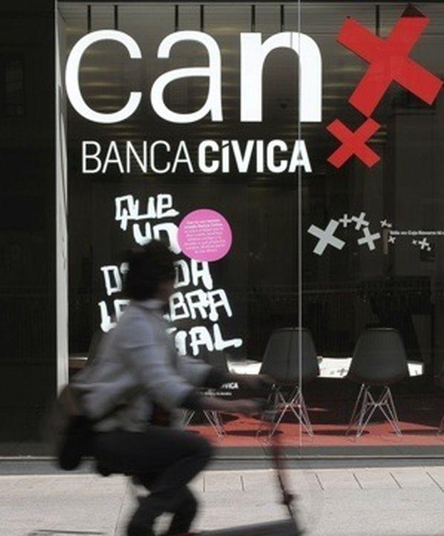 Foto: Sucursal de Banca Cívica, en Pamplona. (EFE)