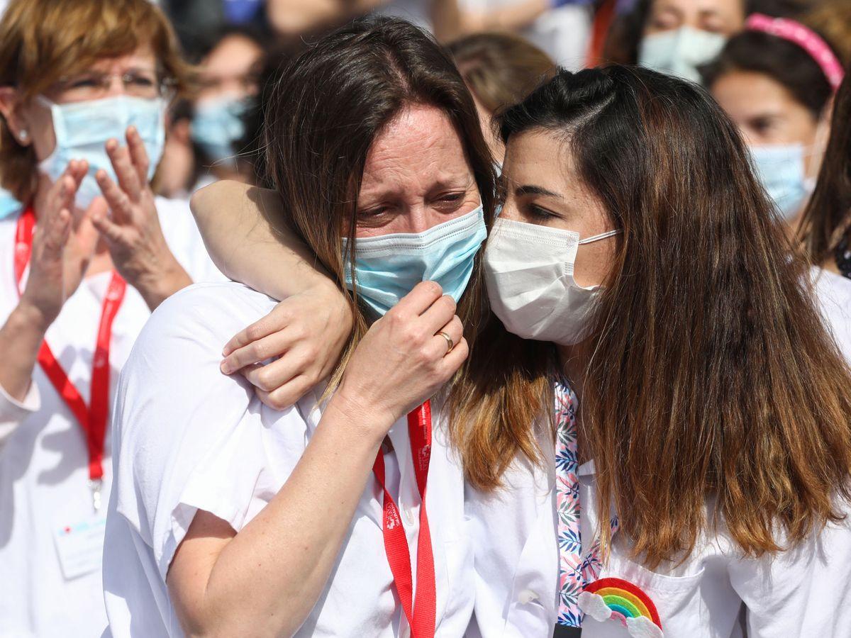 Foto: Sanitarios en el hospital de IFEMA en Madrid. REUTERS Sergio Perez