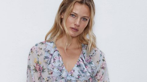 Este vestido largo de flores de Zara es ideal para soñar despierta con el calor y el sol