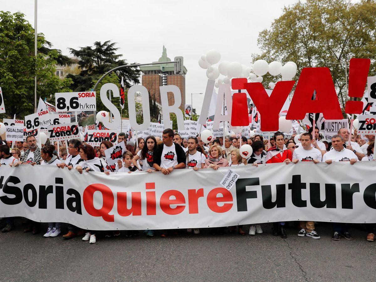 """Foto: Manifestación para frenar la despoblación de la """"España vaciada"""" en 2019. (EFE)"""