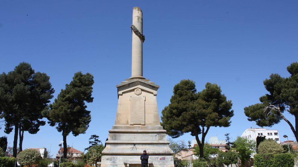 Las tres Españas en Villarrobledo: O tiran la estatua  o no habrá presupuestos