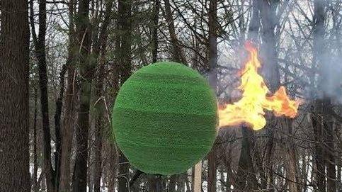 Construye una bola con 42.000 cerillas... y le prende fuego
