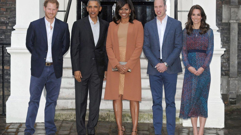 Los duques de Cambridge, el príncipe Harry y el matrimonio Obama, en el palacio de Kensington en 2016. (EFE)