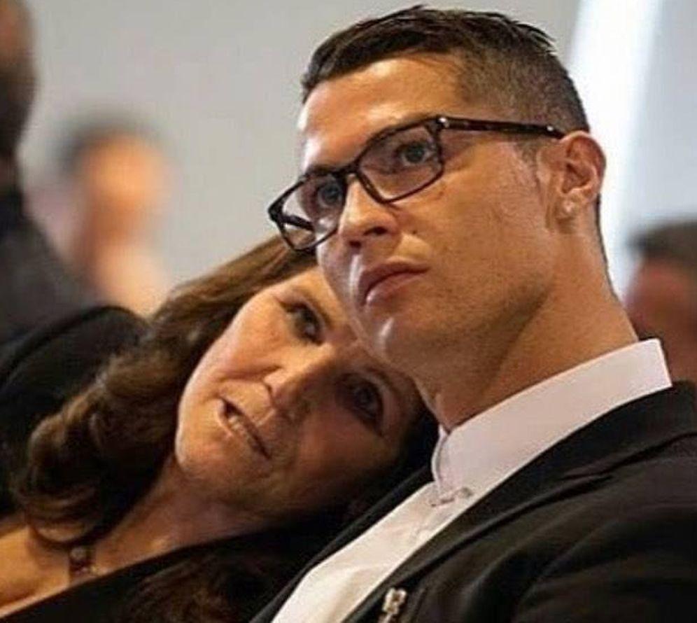 Foto:  Cristiano Ronaldo, con su madre. (Instagram)