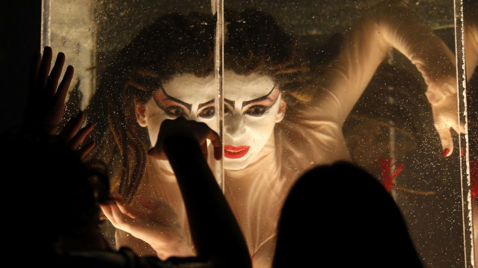Foto: Un momento de 'Carmina Burana' de La Fura dels Baus. (J. J. Guillen / EFE)