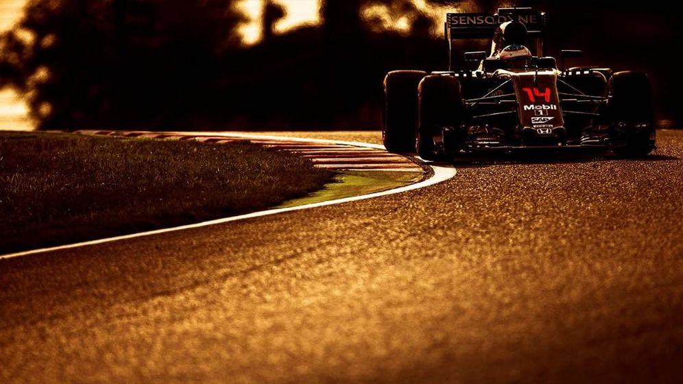 Foto: Fernando Alonso sobre el trazado de Suzuka (Foto: Twitter @McLarenF1).