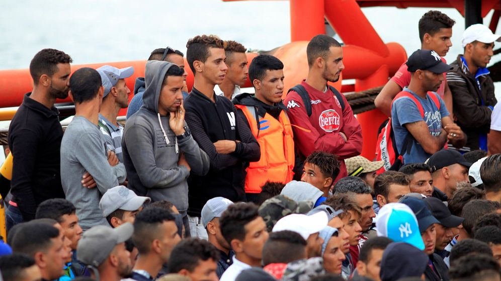 Foto: Imagen de archivo de la llegada al puerto de Algeciras (Cádiz) de inmigrantes por Salvamento Marítimo. (EFE)