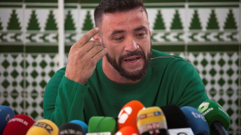 Foto: David Serrano Alcaide, dueño de la finca de Totalán (Málaga), en la que estaba el pozo en el que murió el pequeño Julen. (EFE)