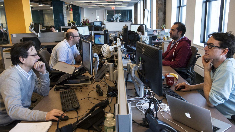 Trabajadores en una oficina en EEUU. (Reuters)