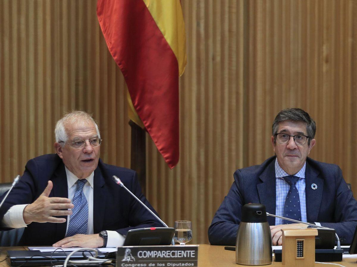 Foto: El alto representante de la Unión para Asuntos Exteriores y Política de Seguridad y vicepresidente de la Comisión Europea, Josep Borrell (i) junto con el presidente de la comisión, Patxi López. (EFE)