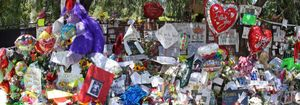 La tumba de Michael Jackson, cubierta por 11.000 flores