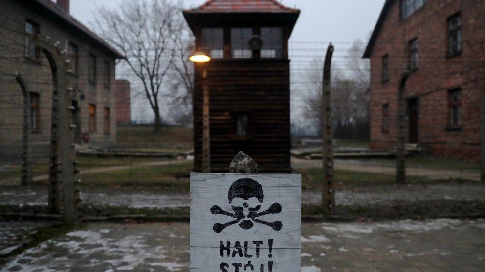 ¿Adornos navideños sobre Auschwitz? Avalancha de críticas a Amazon por su venta