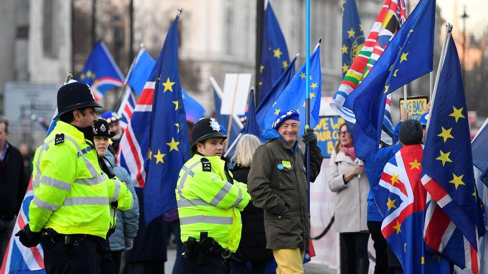 El Parlamento obliga al Gobierno de May a presentar un plan B del Brexit en tres días