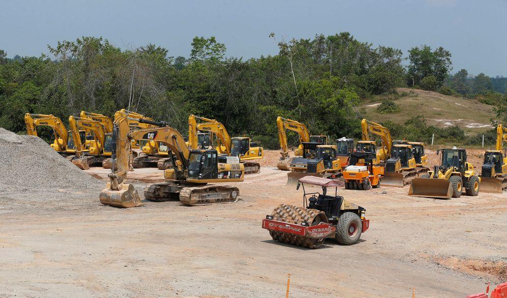 Foto: Maquinaria de construcción durante una obra de Odebrecht en Sabana de Torres, Colombia. (Reuters)