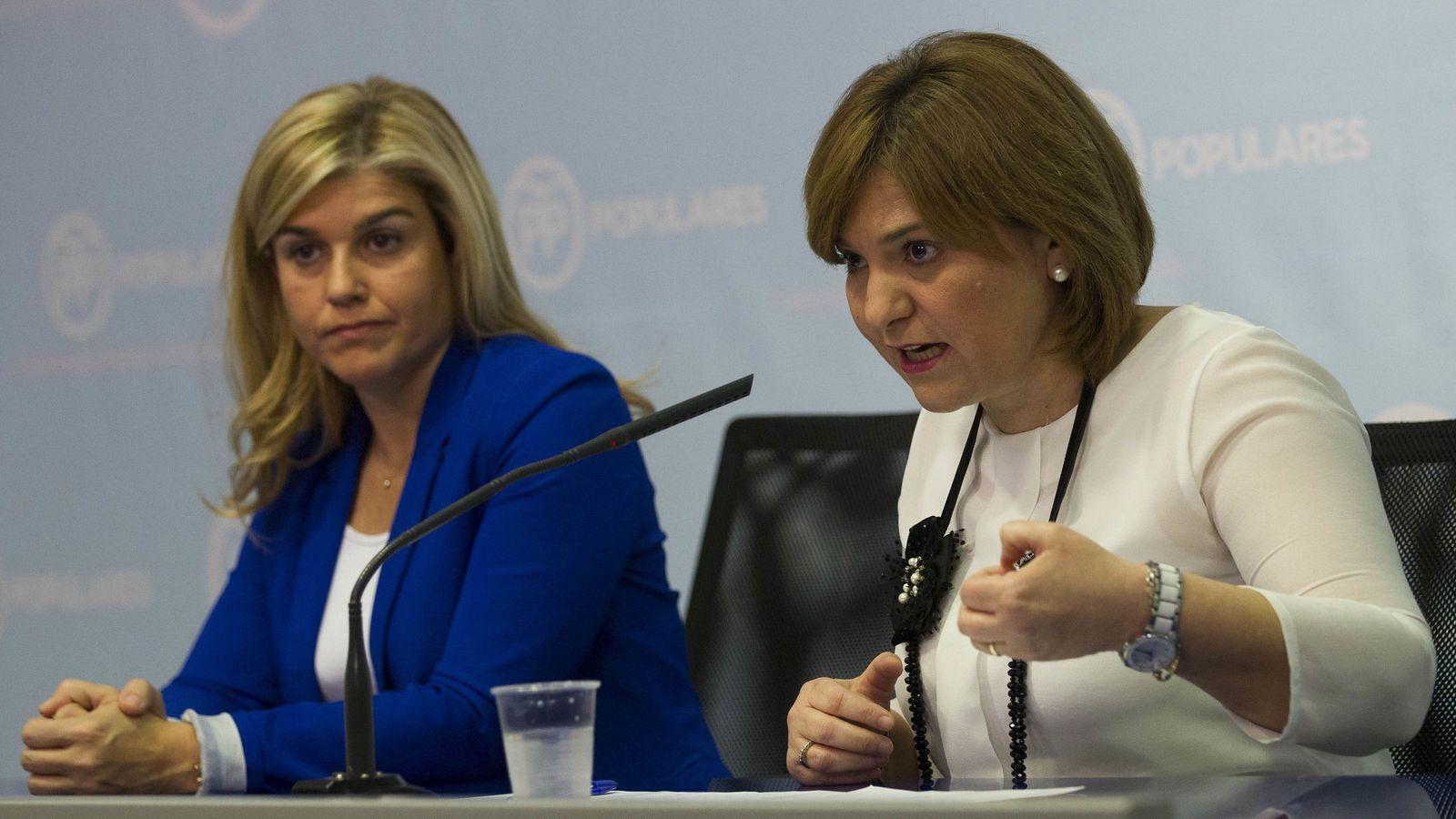 Foto: Eva Ortiz, coordinadora del PPCV, e Isabel Bonig, presidenta. (Efe)