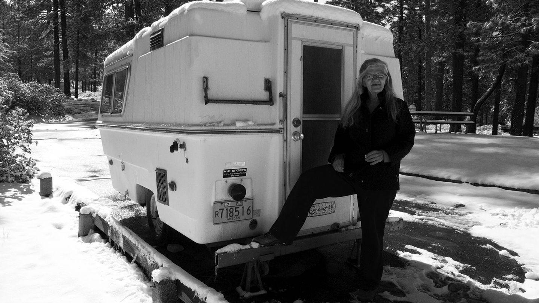 Linda May con su caravana. (Capitán Swing)