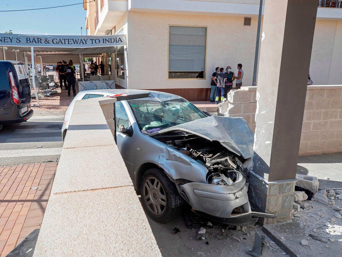 Foto: Estado en que quedó el vehículo tras el choque. (EFE)