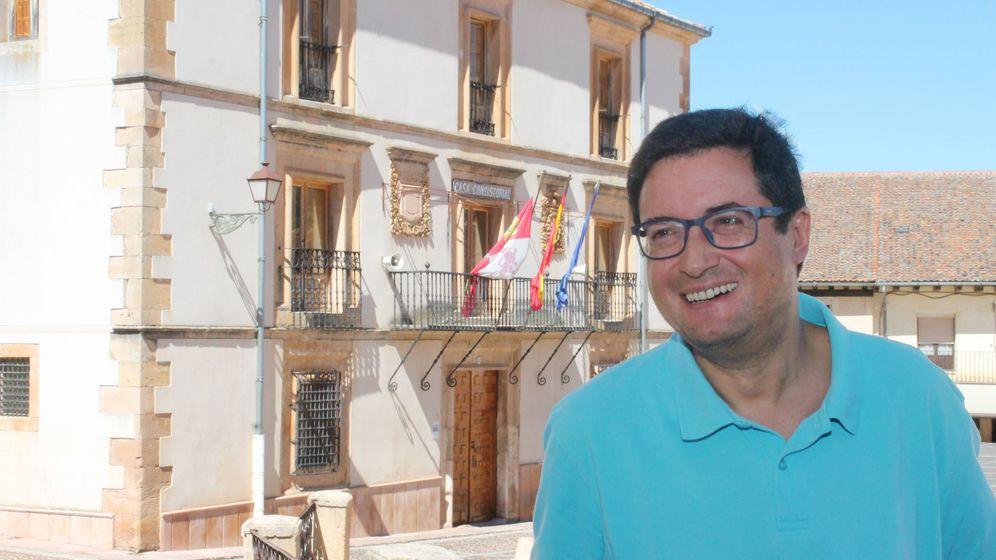 Foto: El portavoz socialista en el Senado, Óscar López, el pasado 5 de agosto en Riaza, Segovia. (Álex Beltrán)