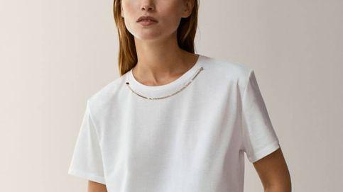 Massimo Dutti demuestra el poder de una camiseta blanca para nuestros looks del 2021