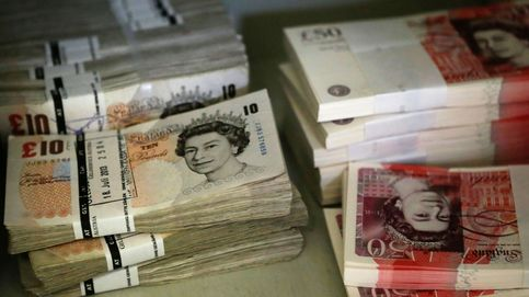 La libra se asoma a un destino incierto tras visitar los mínimos desde 1985
