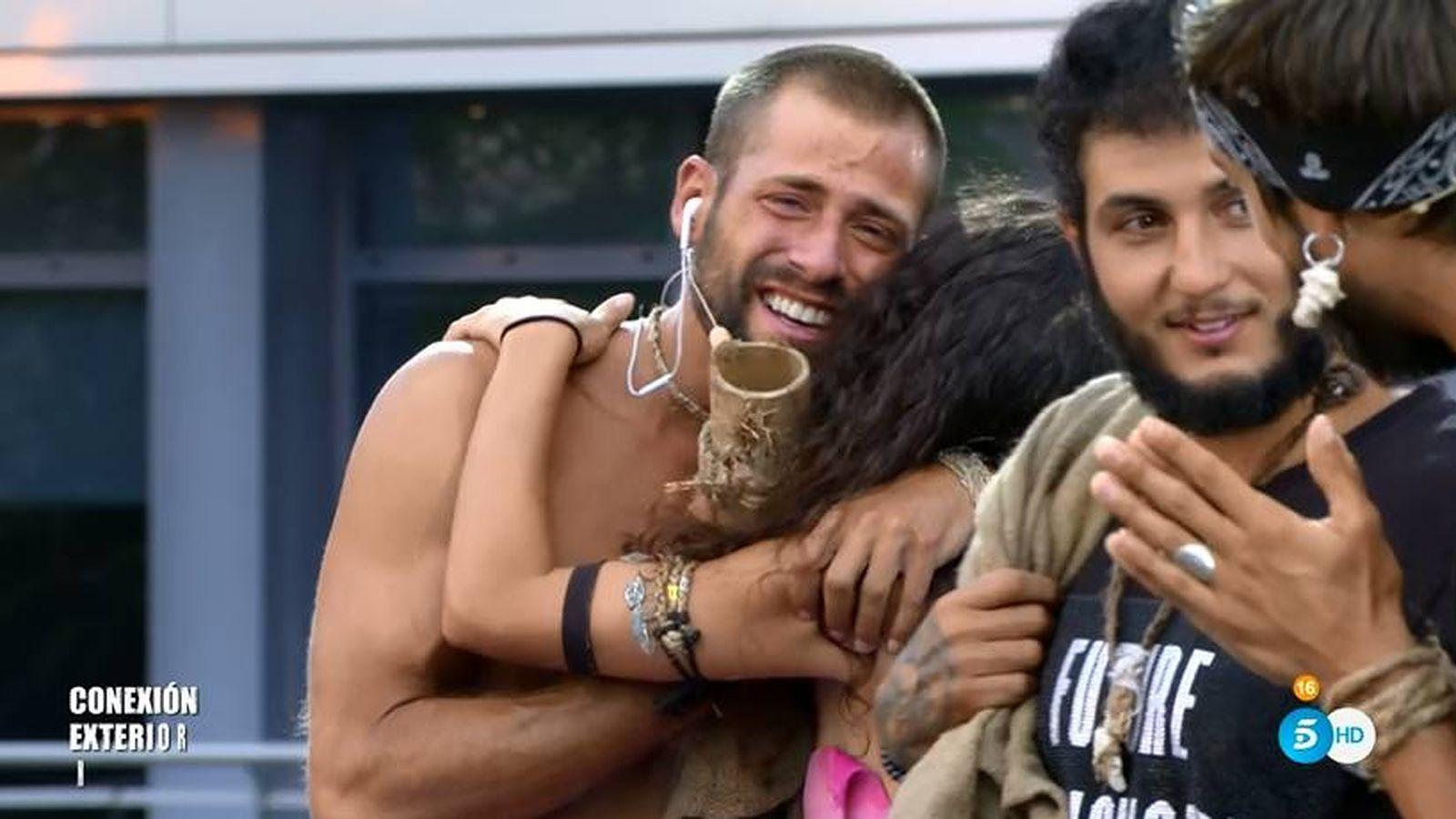 Foto: Albert y Mahi, en la final de 'Supervivientes'. (Telecinco)