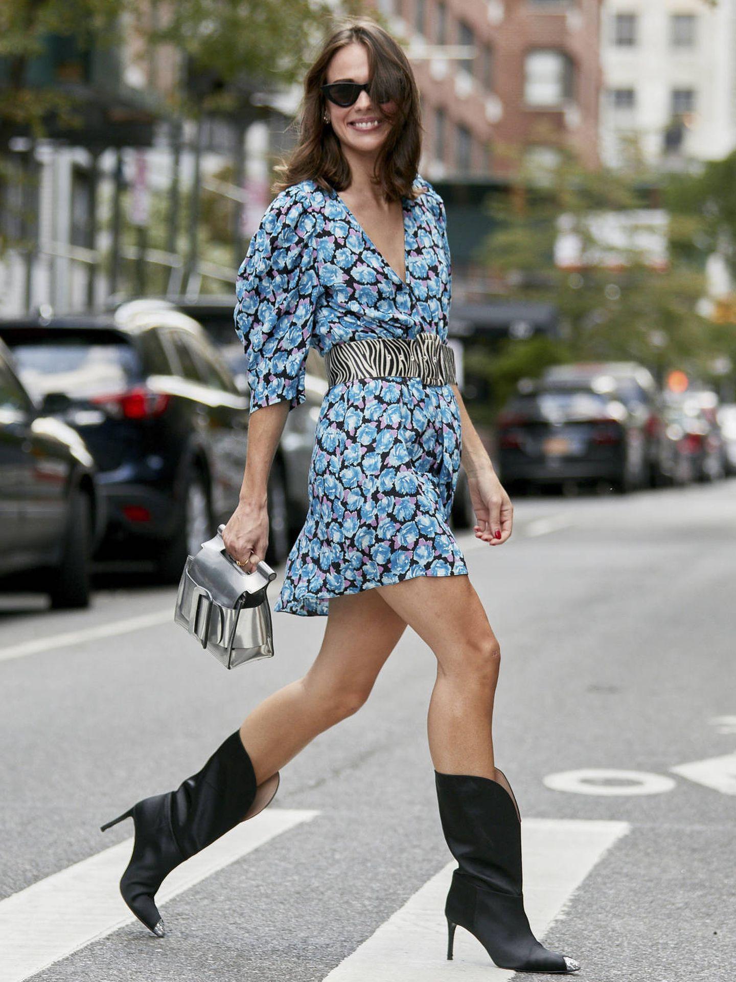 Las botas cowboy mantienen su reinado en el street style. (Imaxtree)