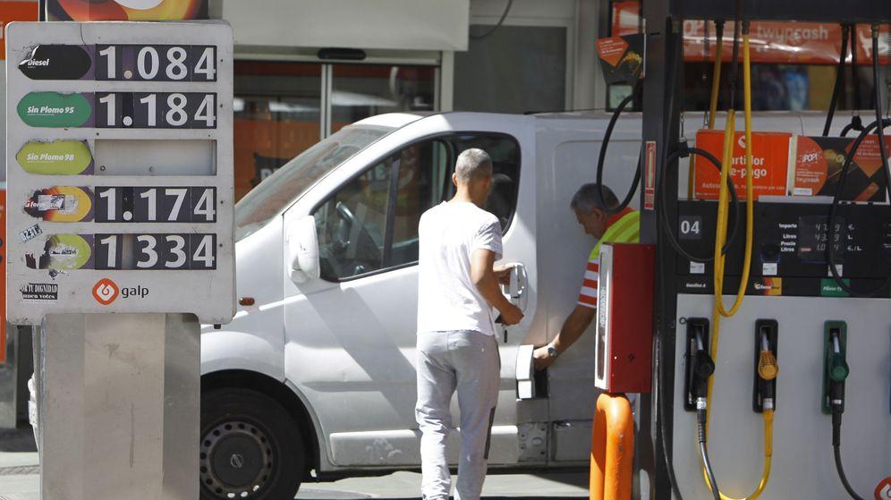 Foto: El IPC sube por el precio de los carburantes. (EFE)