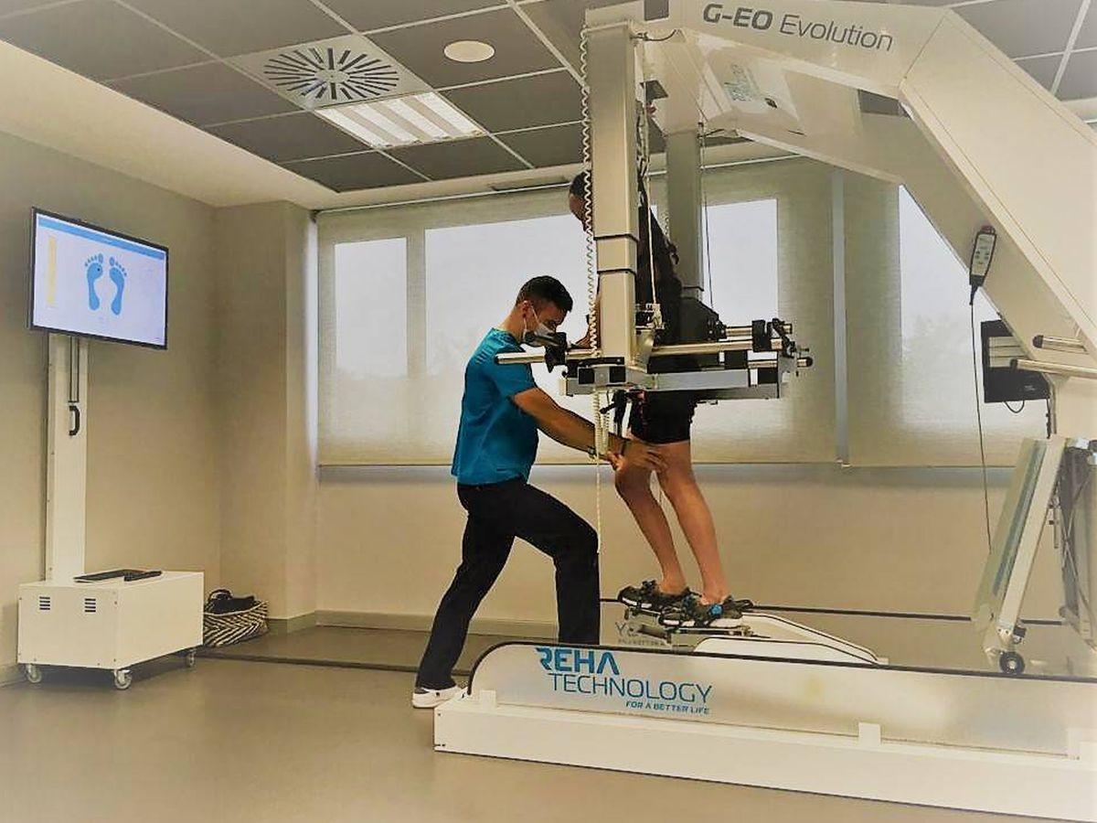 Foto: Terapia con robot. (Grupo 5)