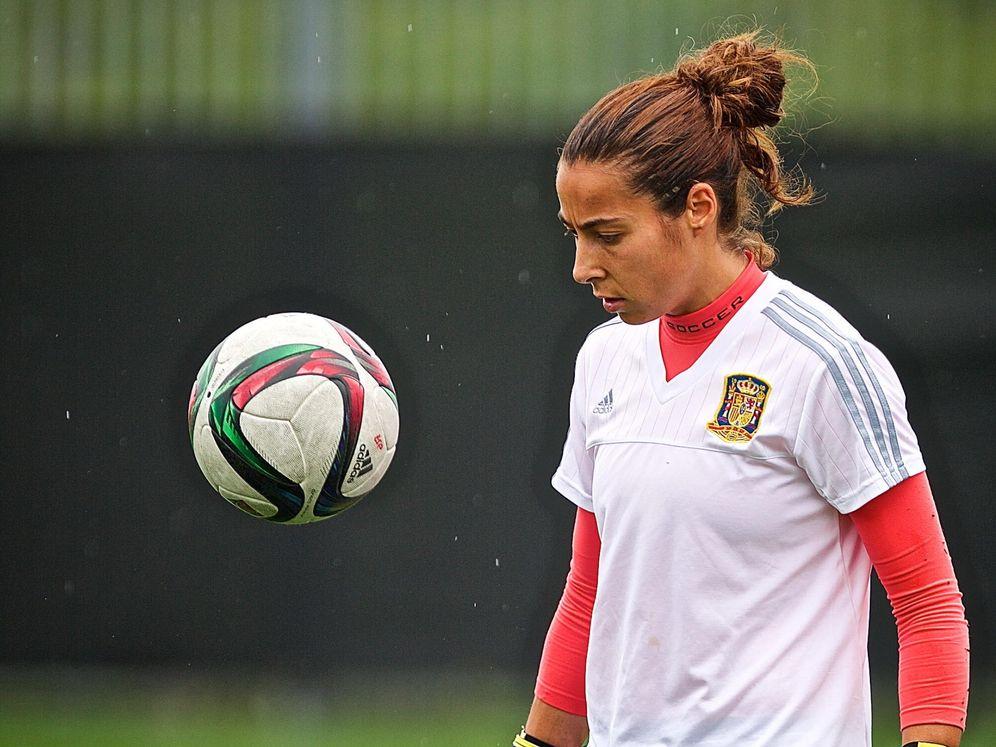 Foto: Ainhoa Tirapu durante un entrenamiento con la Selección española. (Efe)