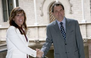 CiU y PP son incapaces de hablar sobre Cataluña... pero sí pueden comer juntos