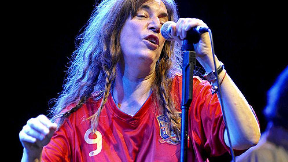 Patti Smith, la 'guerrillera' de la música, despliega sus armas