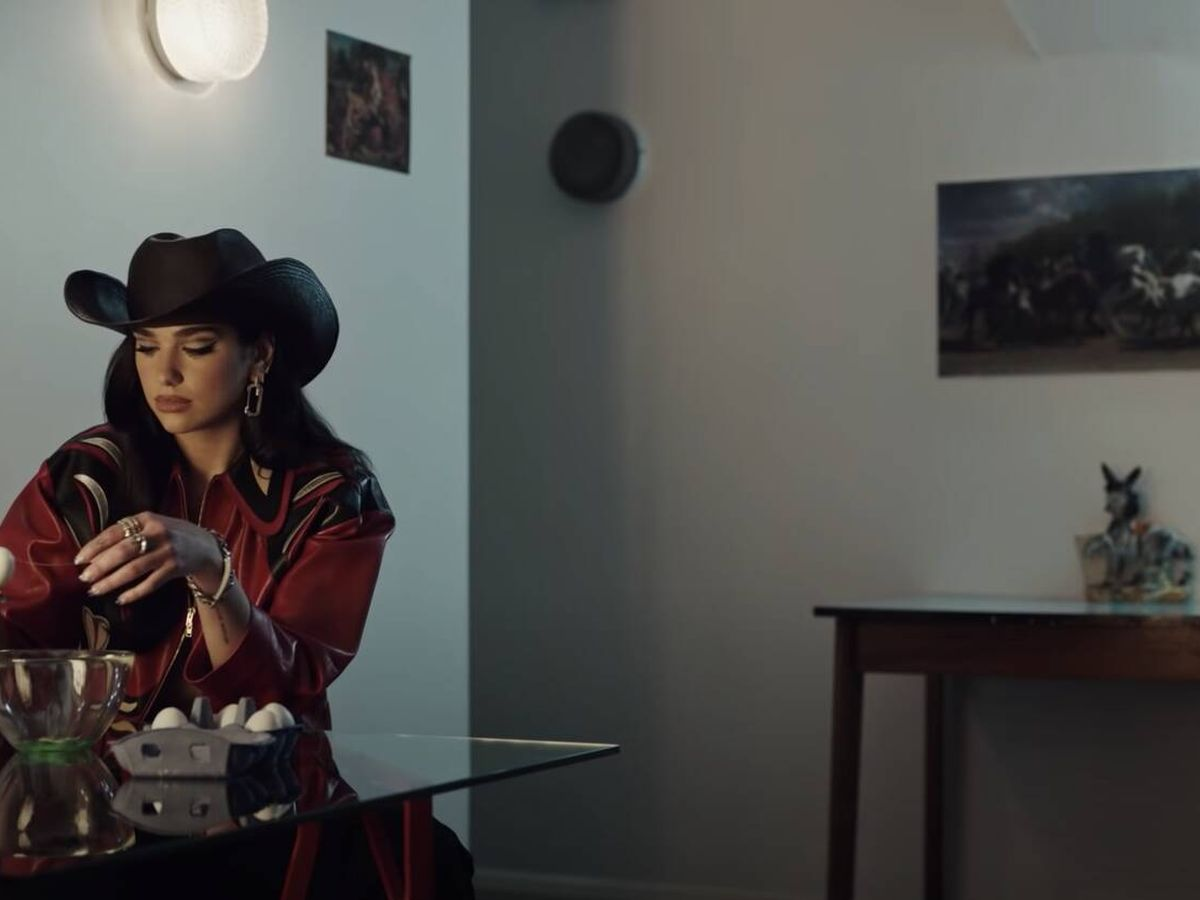 Foto: Dua Lipa en el vídeo 'Love Again'.
