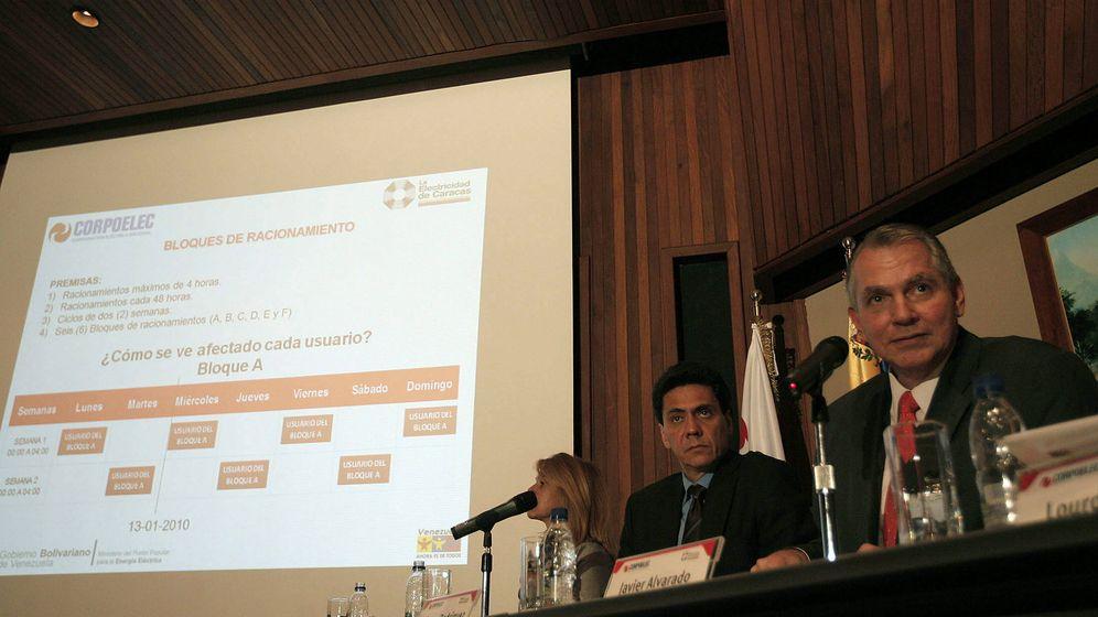 Foto: El presidente de La Electricidad de Caracas y miembro de la directiva de la Corporación Eléctrica Nacional, Javier Alvarado (d) en Caracas en 2010.(EFE)
