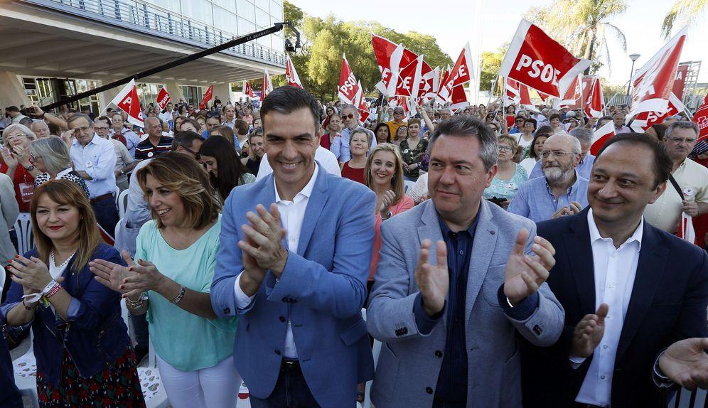 Foto: Pedro Sánchez, Susana Díaz y el alcalde de Sevilla, Juan Espadas (2d), este 22 de mayo en la capital andaluza. (EFE)