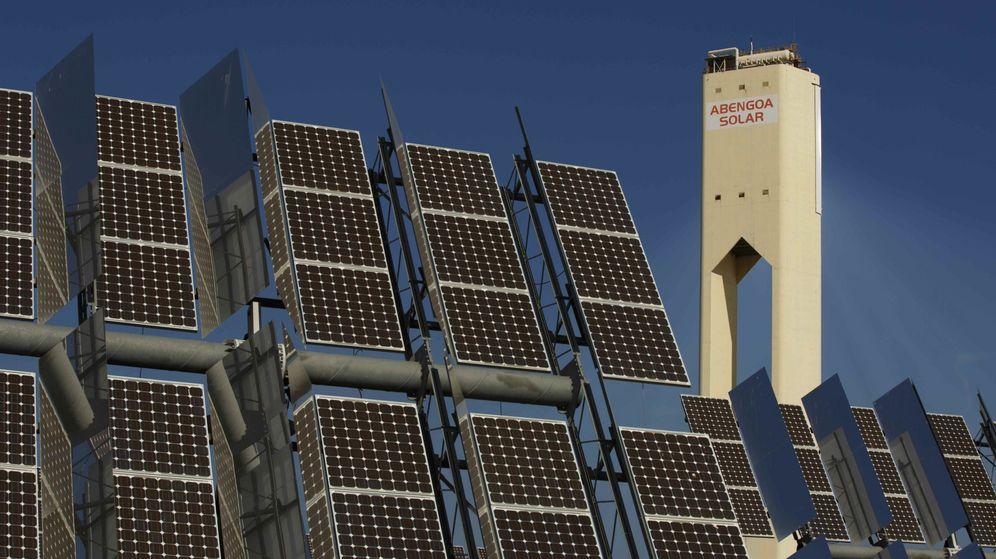 Foto: Torre de la planta solar de Abengoa (Reuters)