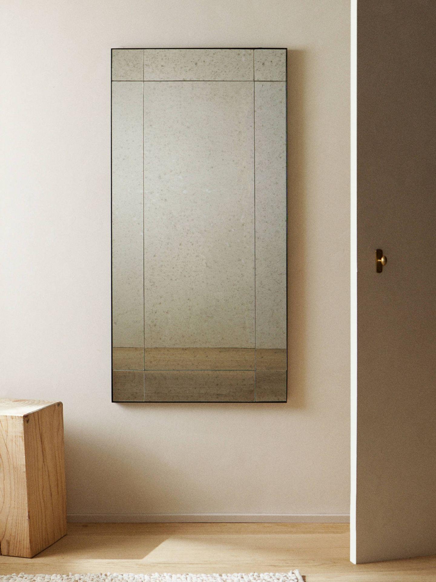 Espejos de aspecto envejecido de Zara Home. (Cortesía)