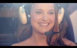 Natalie Portman, la niña bonita de Dior viste de blanco