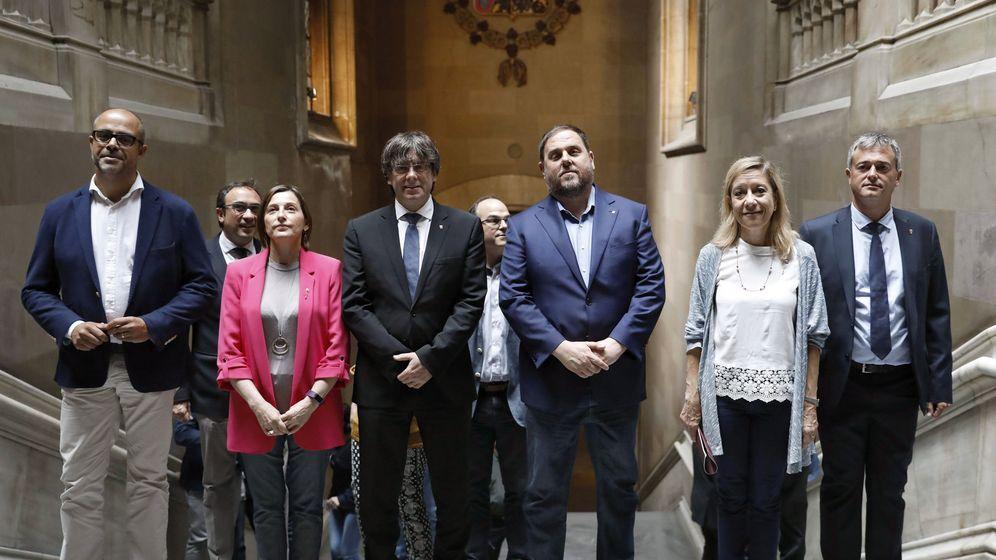 Foto: Acto de compromiso con el referéndum, organizado este sábado en el Paraninfo de la Universidad de Barcelona. (EFE)