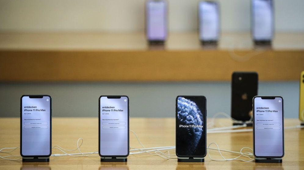 Foto: Diversos iPhone 11 Pro expuestos en una Apple Store alemana. (EFE)