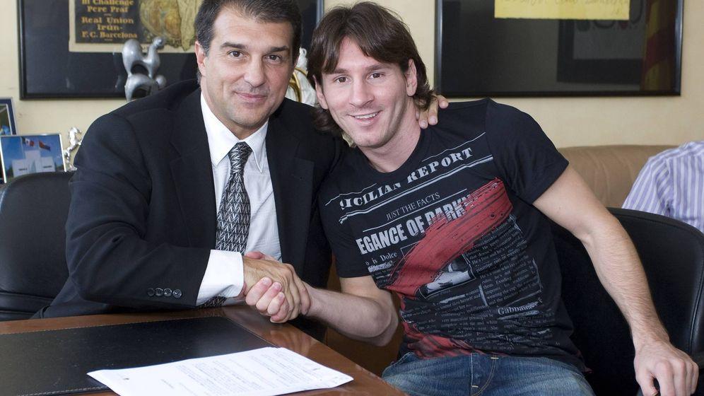 Foto: Laporta y Messi, durante su renovación. Foto: EFE