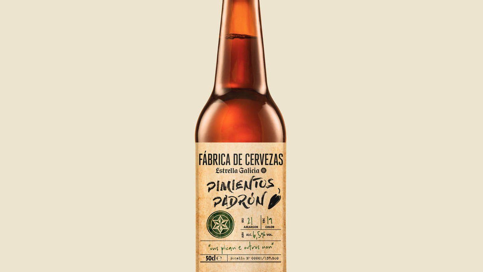 Foto: Una botella de 50cl. de Fábrica de Cervezas Estrella Galicia de Pimientos de Padrón. (E.G.)