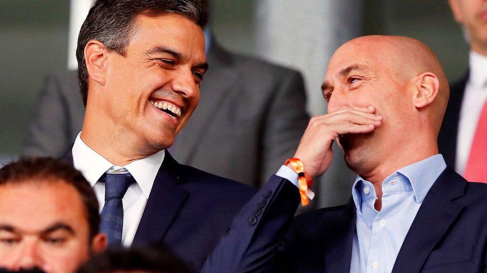 Foto: Pedro Sánchez y Luis Rubiales, durante el pasado Mundial de Rusia. (EFE)