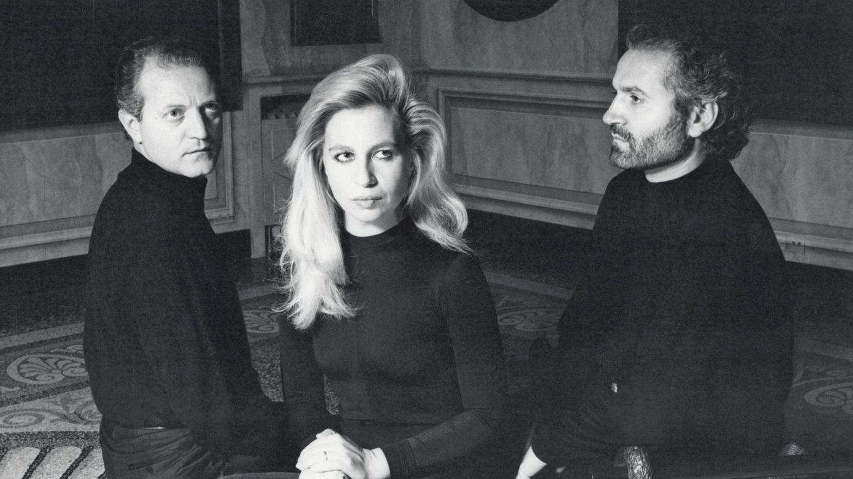 Santo, Donatella y Gianni Versace fotografíados en 1987. (Alfa Castaldi)