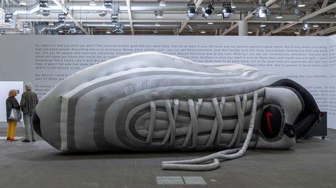 La gran zapatilla de la exposición de arte en Basel
