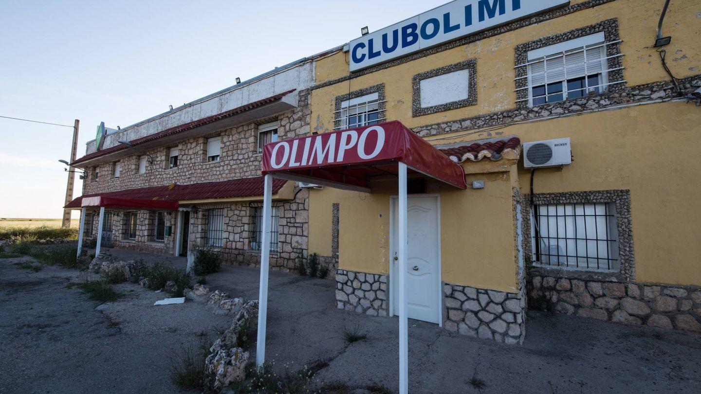 Acceso al club Olimpo, cerrado desde el estado de alarma. (D.B.)