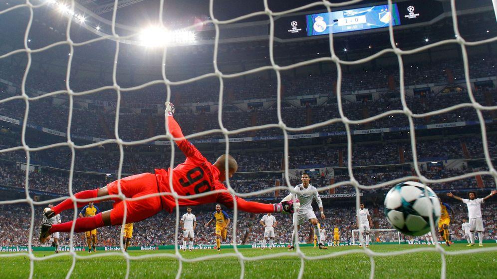 Foto: Partido de Champions entre el Real madrid y el Aoel (Reuters)