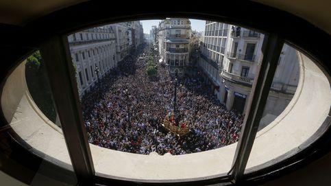 Dos periodistas, multados con la ley mordaza por cubrir una procesión